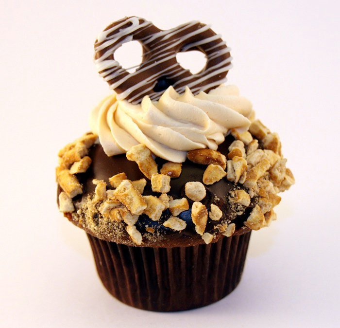 chocolate caramel pretzel nuts cream cupcakes, chocolate cupcakes ...