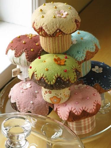 Felt_Cupcake_Pincushions