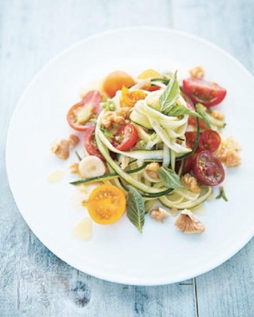 raw zucchini cherry tomatoe salad recipe by cupcakepedia